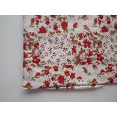 Ситец лоскут 50х50см, цветочная поляна, красные цветы на белом